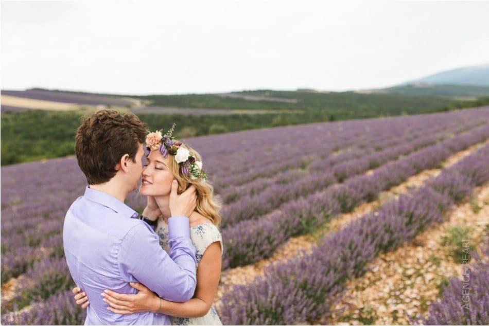 Sublime mariage dans un champs de lavande