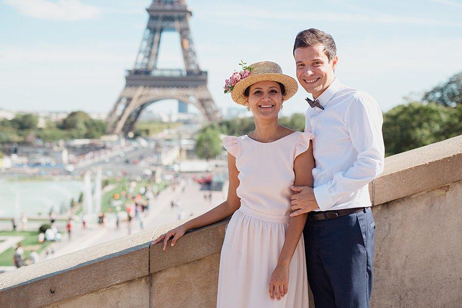 photo devant la tour Eiffel