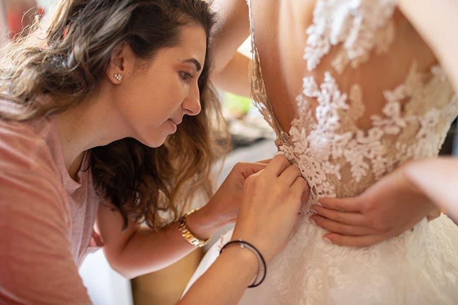 La fin des préparatifs de la mariée