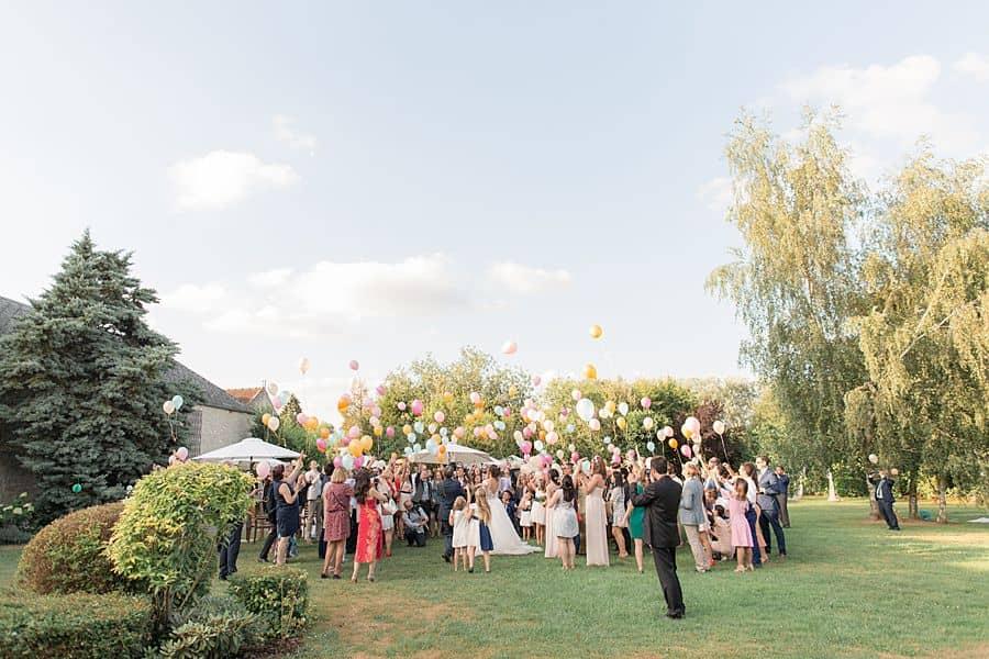 Un lacher de ballon pendant un mariage