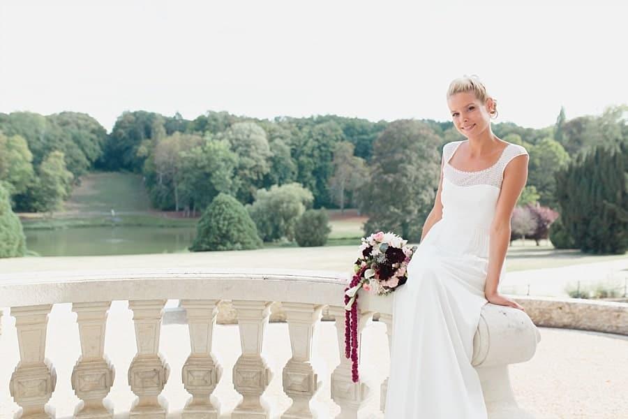 Marié avec son bouquet O fleurs de Magenta