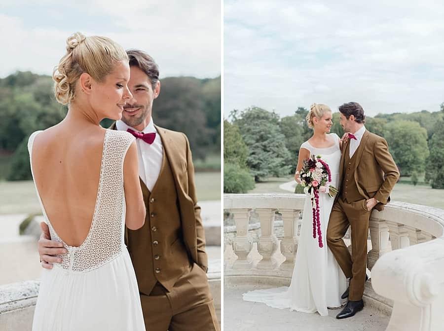 Couple de marié glamour posant devant le château