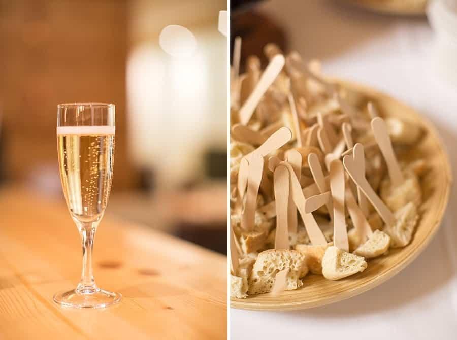 détails sur la coupe de champagne et les petits fours
