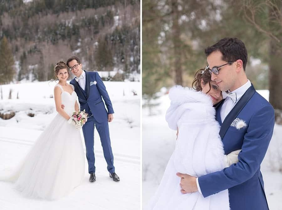 les mariés font différentes poses