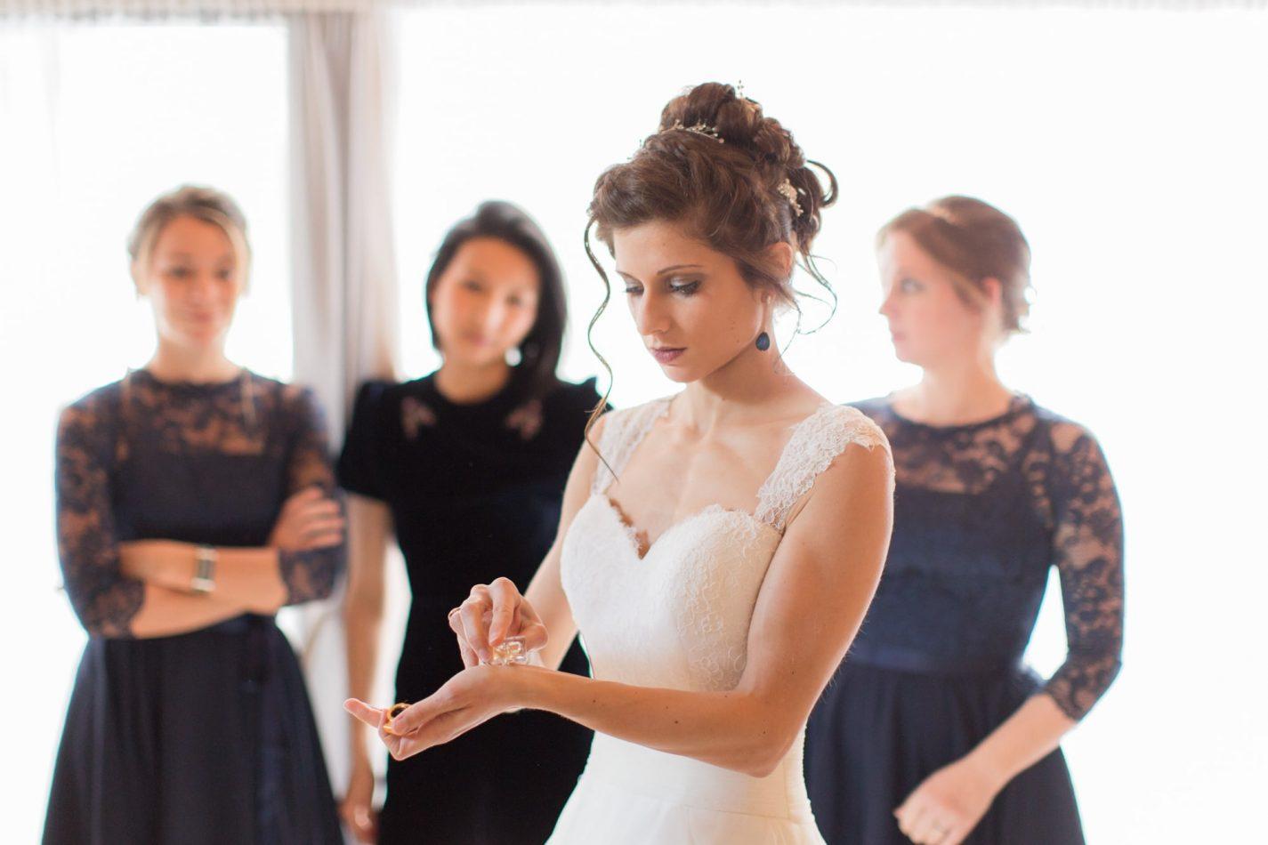 la mariée met du parfum