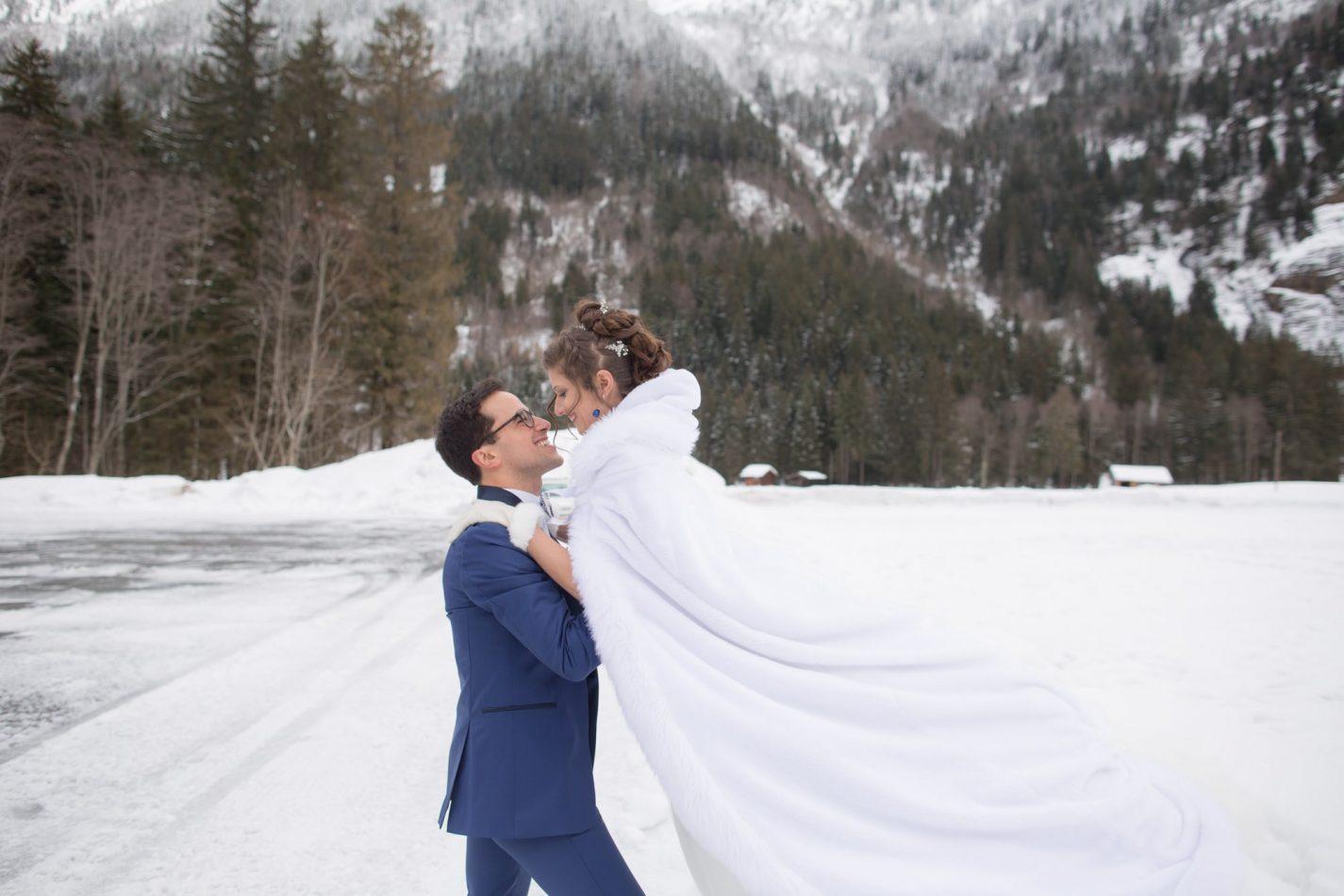 séance de couple en plein coeur de la montagne