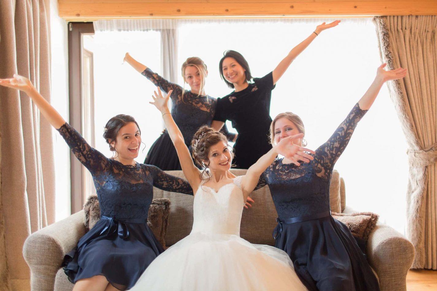célébration de la mariée avec ses demoiselles d'honneur