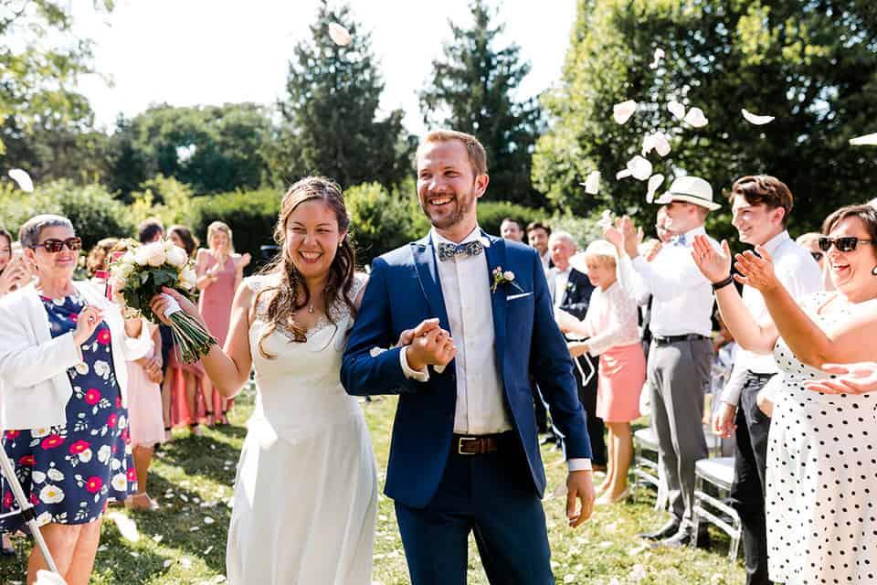 des mariés tout sourire