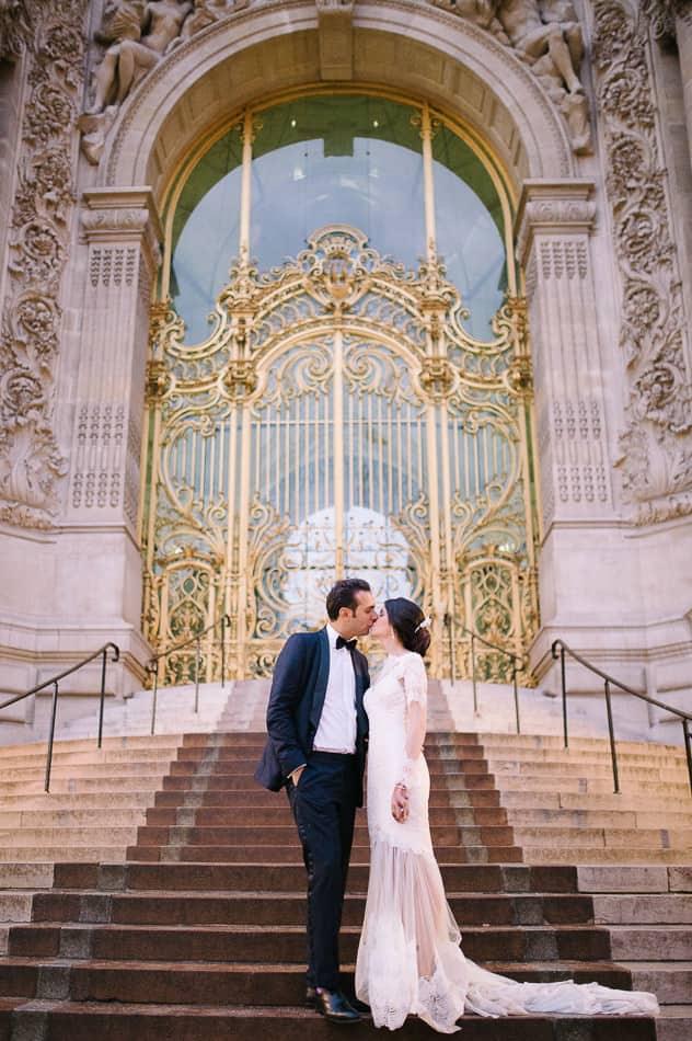 Couple de marié en plein cœur de Paris
