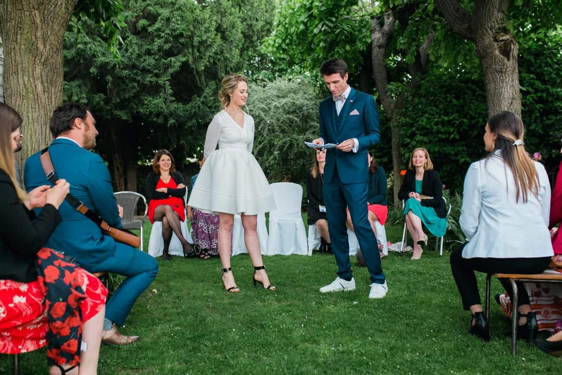 Les mariés pendant la cérémonie laïque