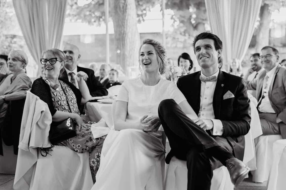 Les mariés passent un excellent moment