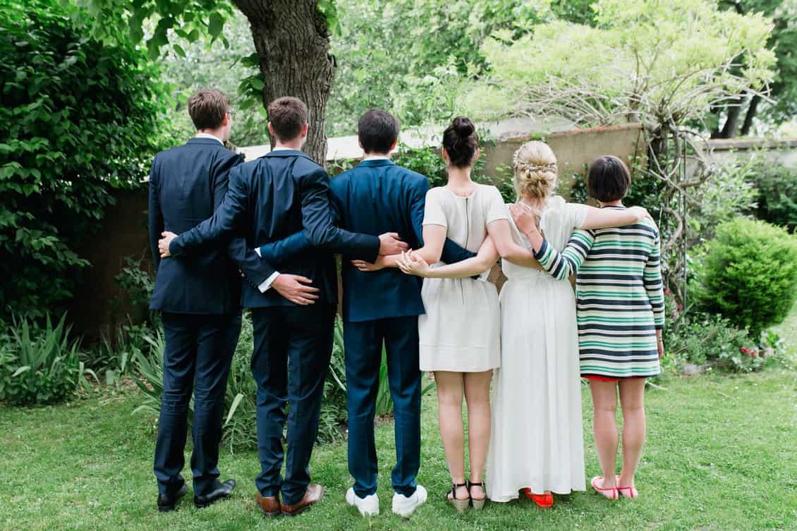 Photo de groupe de mariage décalée